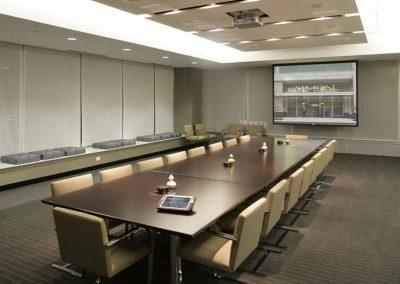 d7a400d4ba4b8471a2d21f1aaebec6c5--office-meeting-meeting-rooms